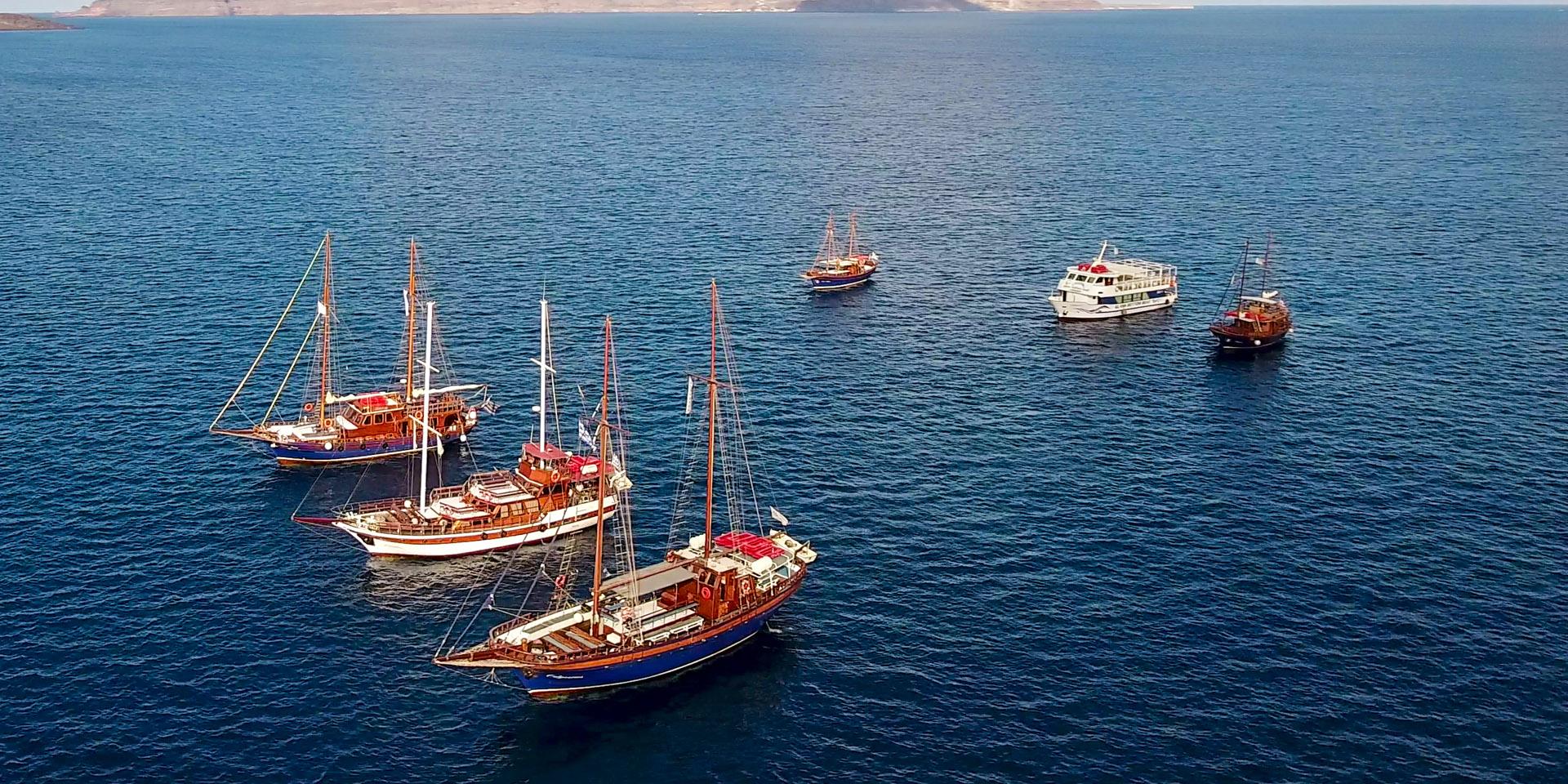 santorini-boat-tours-slider-1